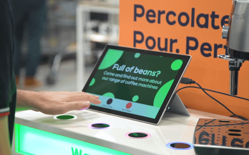 Digital signage solution controlled by gesture (SaturnWave) in a retail store